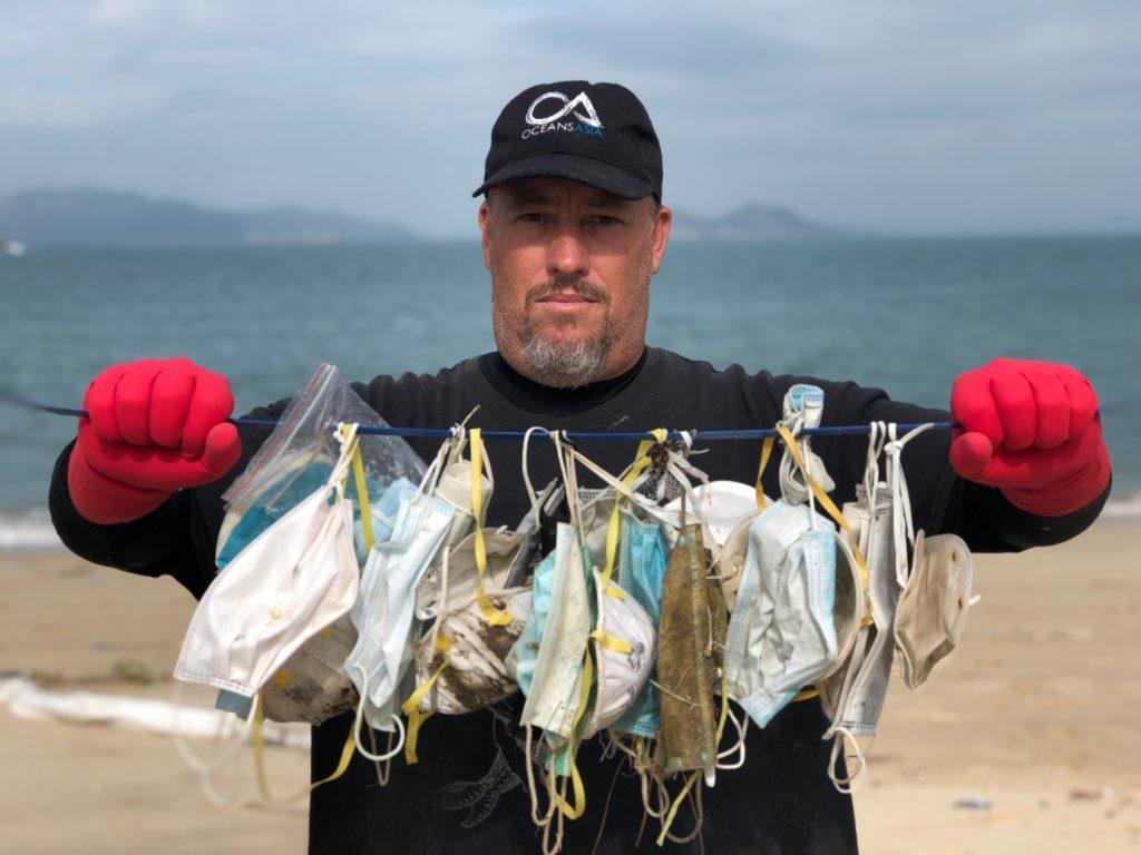 Trop de masques à usage unique finissent dans toutes les mers du globe…  (Photo : OceanAsia)