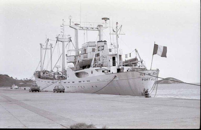 """L'Ile de Lumière est affrété pour venir en aide à ceux que l'on va appeler les """"Boat people""""..."""